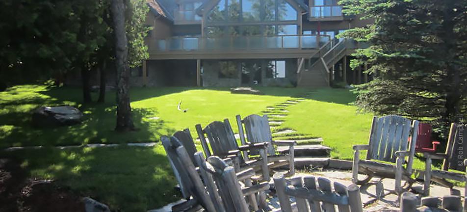 Muskoka cottage with manicured lawn